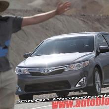2012-Toyota-Camry-Hybrid-Spy-Shots-03
