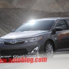 2012-Toyota-Camry-Hybrid-Spy-Shots-04