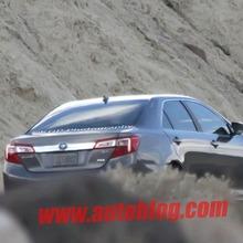 2012-Toyota-Camry-Hybrid-Spy-Shots-06