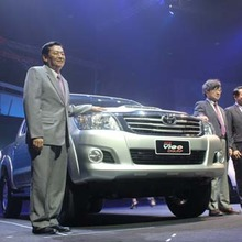 2012-Toyota-Hilux-Vigo-Champ-Debut-showroom