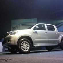 2012-Toyota-Hilux-Vigo-Champ-showroom