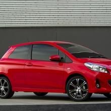 2012-Toyota-Yaris-Australia-02