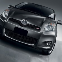 2012-Toyota-Yaris-RS(1)