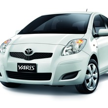 2012-Toyota-Yaris-RS(20)