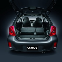 2012-Toyota-Yaris-RS(62)