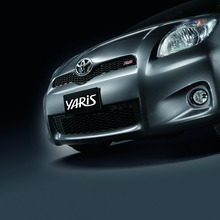 2012-Toyota-Yaris-RS(70)