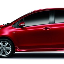 2012-Toyota-Yaris-RS(75)