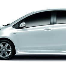 2012-Toyota-Yaris-RS(78)