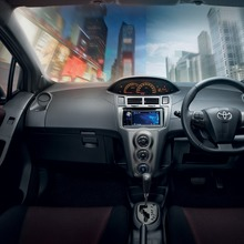 2012-Toyota-Yaris-RS(8)