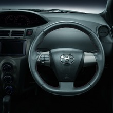 2012-Toyota-Yaris-RS(87)