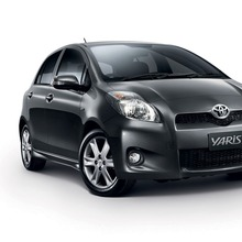 2012-Toyota-Yaris-RS(9)