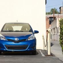 2012-Toyota-Yaris-10