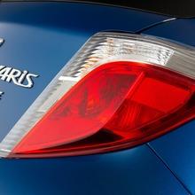 2012-Toyota-Yaris-17