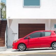 2012-Toyota-Yaris-26