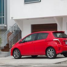 2012-Toyota-Yaris-28
