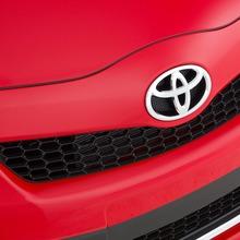 2012-Toyota-Yaris-31