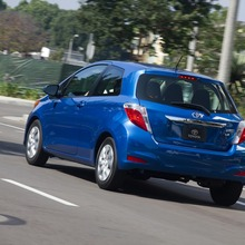 2012-Toyota-Yaris-8