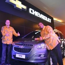 2013-Chevrolet-Spin-01