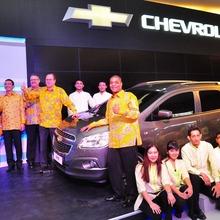 2013-Chevrolet-Spin-02