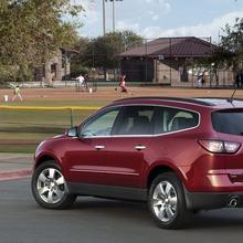 2013-Chevrolet-Traverse-03