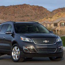 2013-Chevrolet-Traverse-09