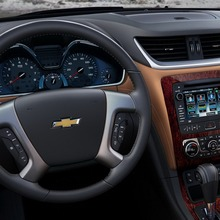 2013-Chevrolet-Traverse-12