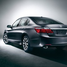 2013-Honda-Accord-Sedan-02