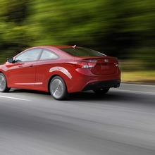 2013-Hyundai-Elantra-Coupe-03