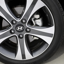 2013-Hyundai-Elantra-Coupe-09