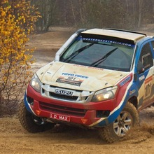 2013-Isuzu-D-Max-Dakar-Rally-01