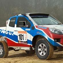 2013-Isuzu-D-Max-Dakar-Rally-02