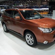 Mitsubishi-Outlander-06