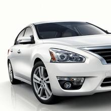 2013-Nissan-Altima-03