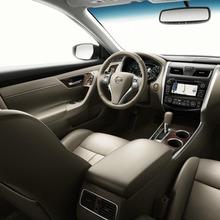 2013-Nissan-Altima-10