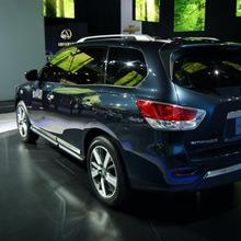 Nissan-Pathfinder-2012-08