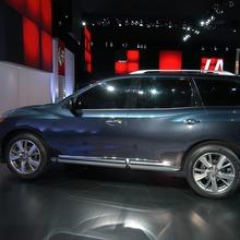 Nissan-Pathfinder-2012-12
