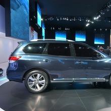 Nissan-Pathfinder-2012-16