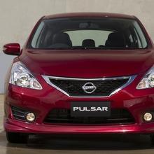 2013-Nissan-Pulsar-hatchback-01