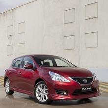 2013-Nissan-Pulsar-hatchback-02
