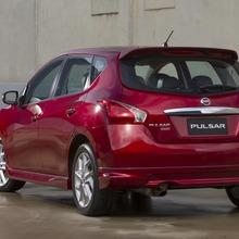 2013-Nissan-Pulsar-hatchback-03