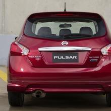 2013-Nissan-Pulsar-hatchback-04