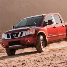 2013-Nissan-Titan-01