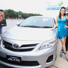 2013-Toyota-Altis-E85-04