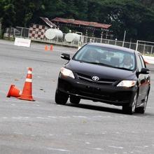 2013-Toyota-Altis-E85-07