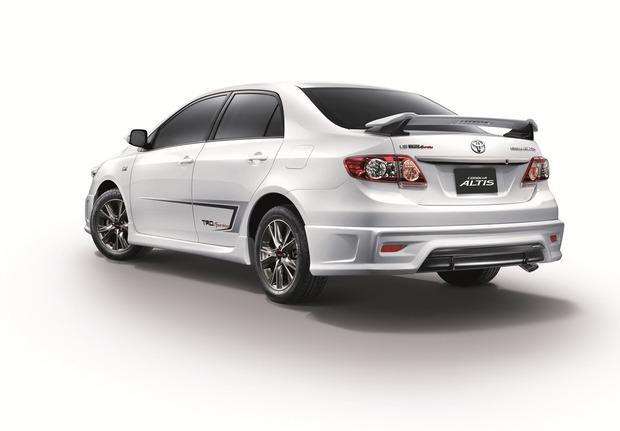 2013-Toyota-Corolla-Altis-TRD-02