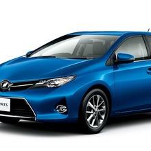 2013-Toyota-Auris-Hatchback-JDM-08