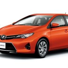 2013-Toyota-Auris-Hatchback-JDM-11