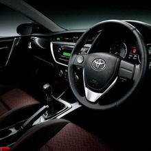 2013-Toyota-Auris-Hatchback-JDM-13
