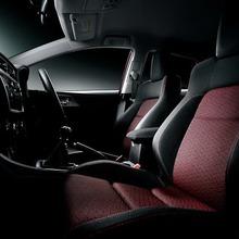 2013-Toyota-Auris-Hatchback-JDM-14
