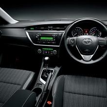2013-Toyota-Auris-Hatchback-JDM-15